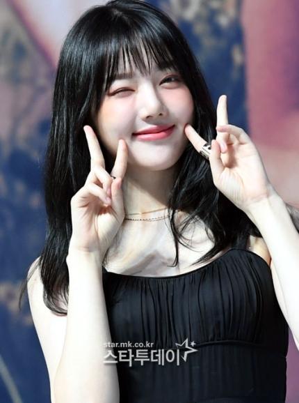Korea girl group = girn friebns
